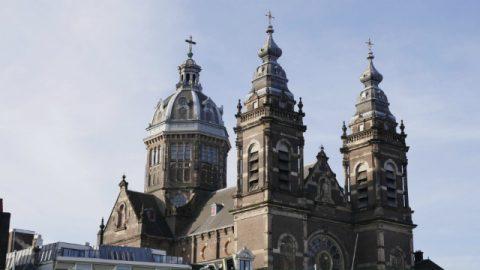 O que a divisão do Cristianismo em mais de duas mil denominações nos mostra?