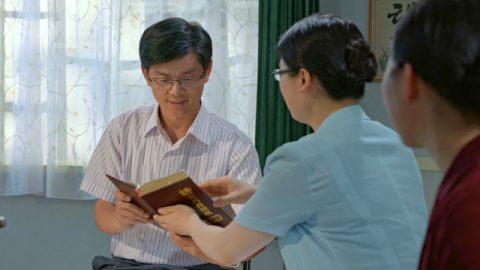 Irmãs cristãs estão pregando o evangelho