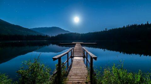 Céu estrelado à noite