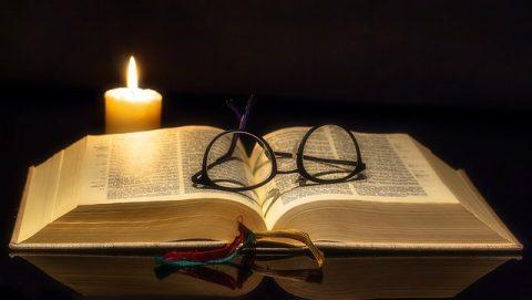 Bíblia e vela,Justificados pela fé