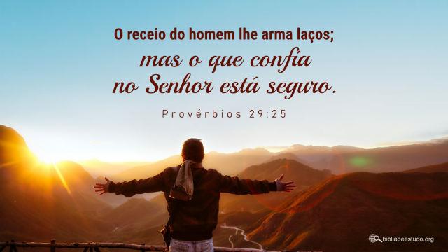 """""""O receio do homem lhe arma laços; mas o que confia Jeová está seguro""""Provérbios 29:25"""